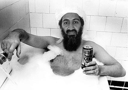 אובמה שותה ושר באמבטיה